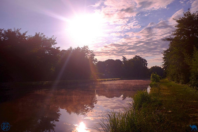 Le Chameau Bleu - Blog Voyage Canal des 2 mers - Le Canal des 2 mers au lever du Soleil