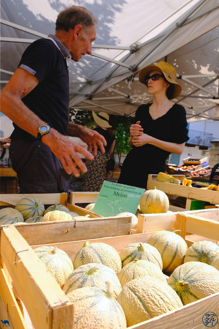 Le Chameau Bleu - Blog Voyage Lot Et Garonne -Choix du melon au marché