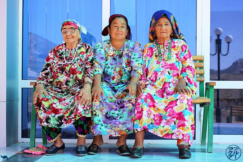 Le Chameau Bleu - Blog Voyage Ouzbékistan - Mamies du sanatorium de Boysun