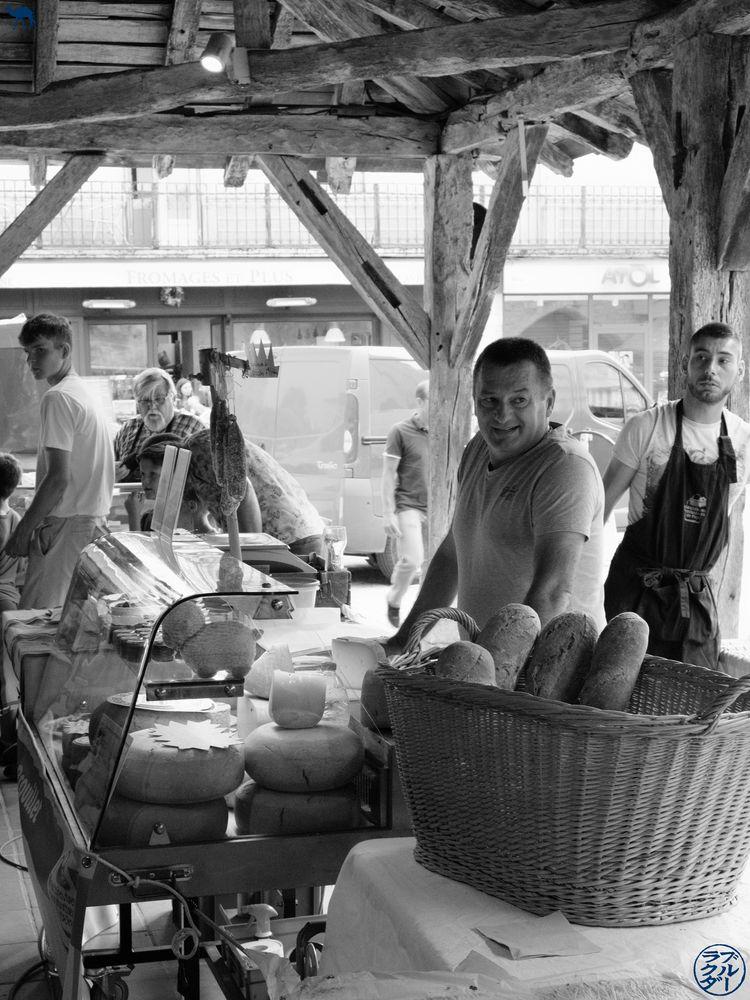 Le Chameau Bleu - Blog Voyage Sud Ouest France- Stand Marché Gourmand Villereal