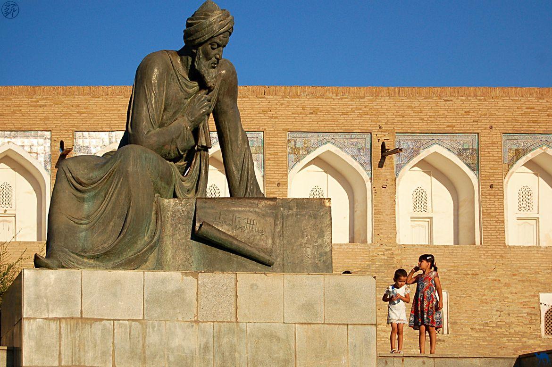 Le Chameau Bleu - Blog Voyage Ouzbékistan - Khiva-statue de tamerlan