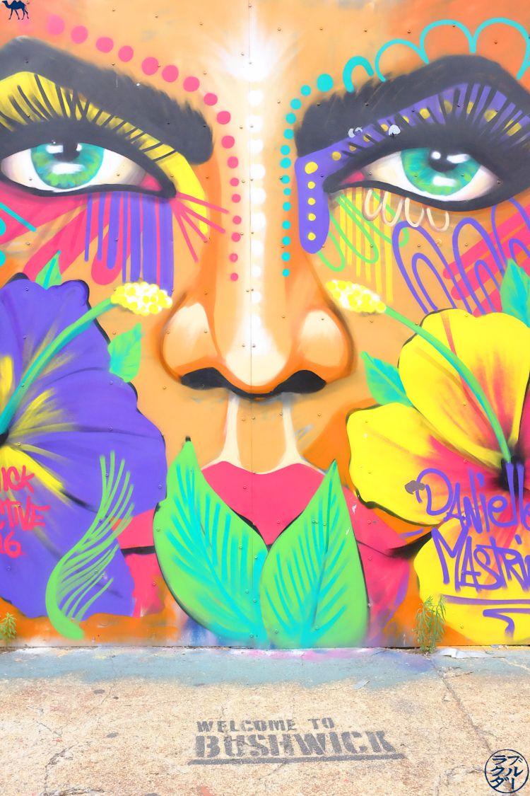 Le Chameau Bleu - Voyage à New York - Balade à Bushwick sur fond de Street ArtOeuvre de Danielle Mastrion