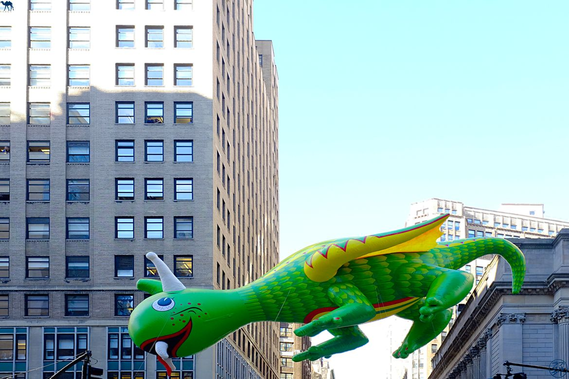 Le Chameau Bleu - Blog Voyage New York City Dragon Macy's Thanksgiving Parade of New York USA