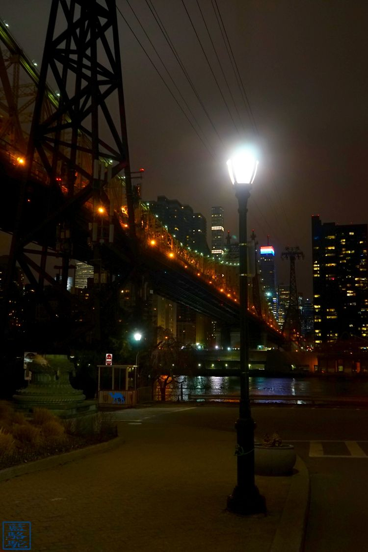Le Chameau Bleu - Blog Voyage New York City - New York - Lampadaire de Roosevelt Island