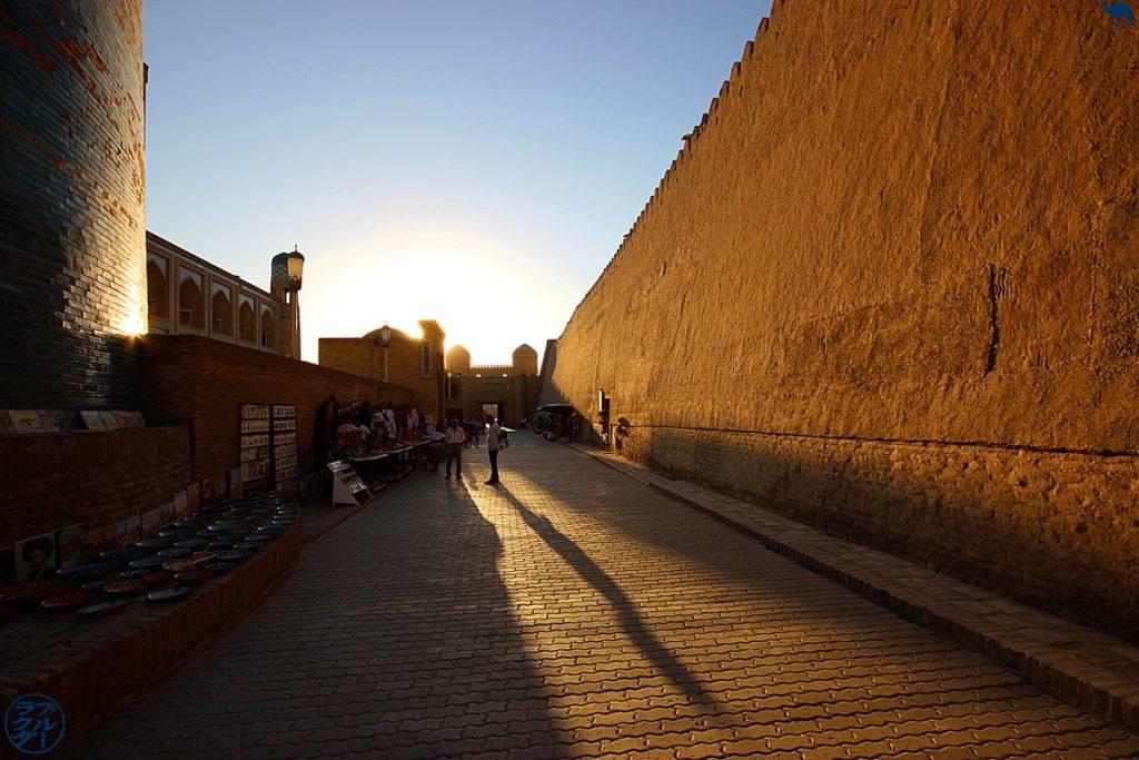 Le Chameau Bleu - Bog Ouzbékistan Voyage - Soleil couchant sur Khiva