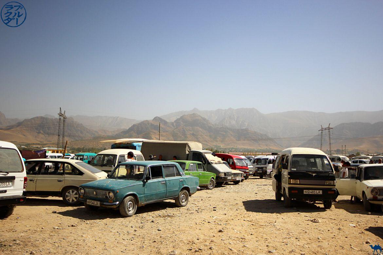 Le Chameau Bleu - Blog Voyage Ouzbékistan - Lada Ouzbek à Urgut Ouzbékistan