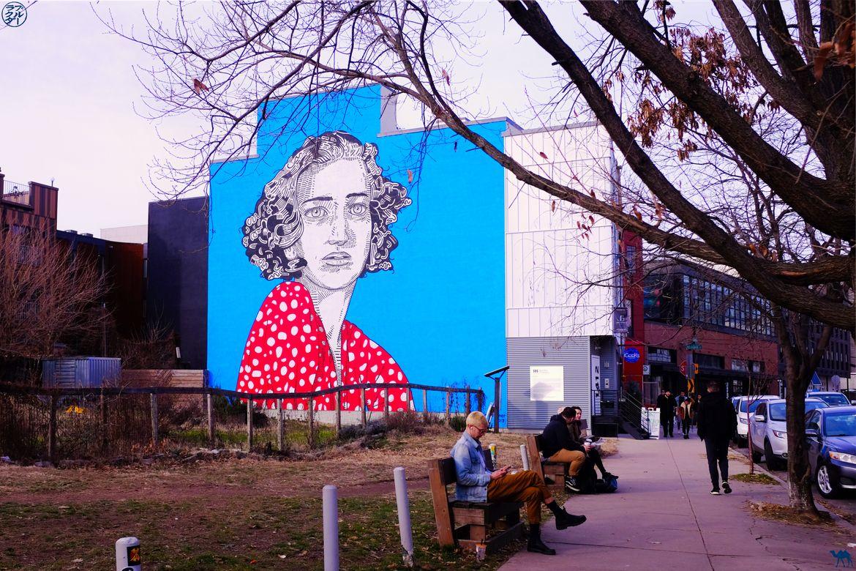 Le Chameau Bleu - Blog Voyage Philadelphie USA - Street Art - Femme en rouge