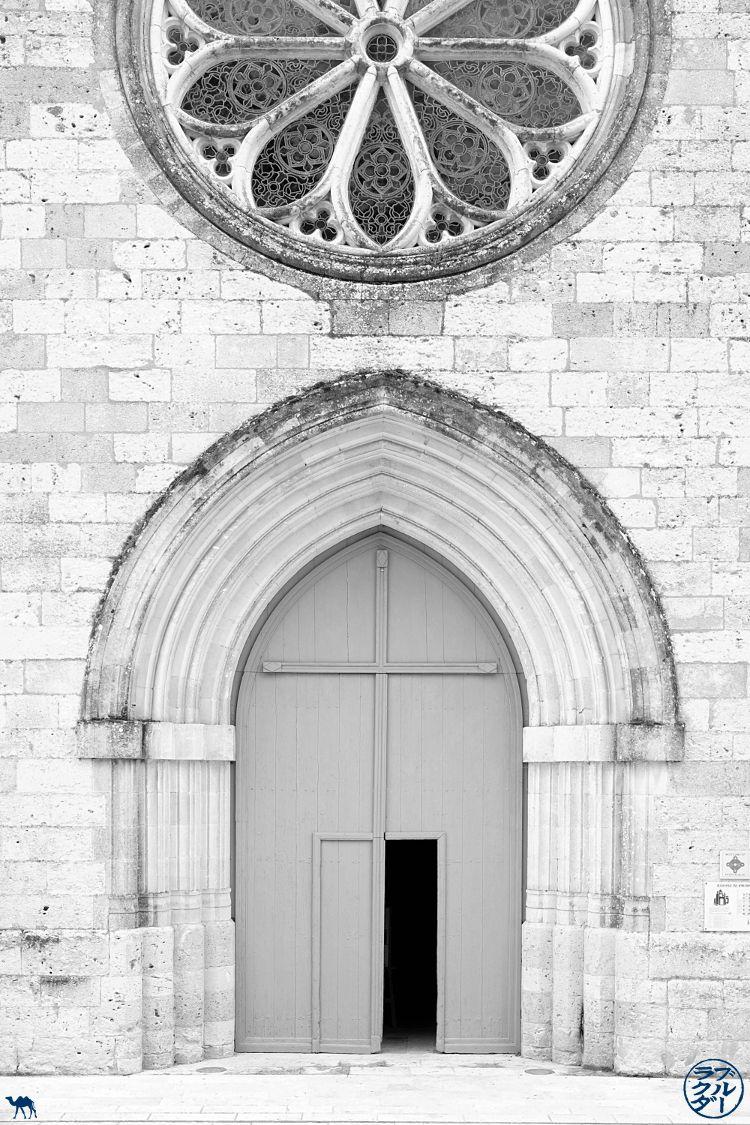 Le Chameau Bleu - Blog Voyage à Vélo sur le Canal de l'Entre deux Mers - Eglise d'Auvillar Tarn Et Garonne- Voyage en France à vélo