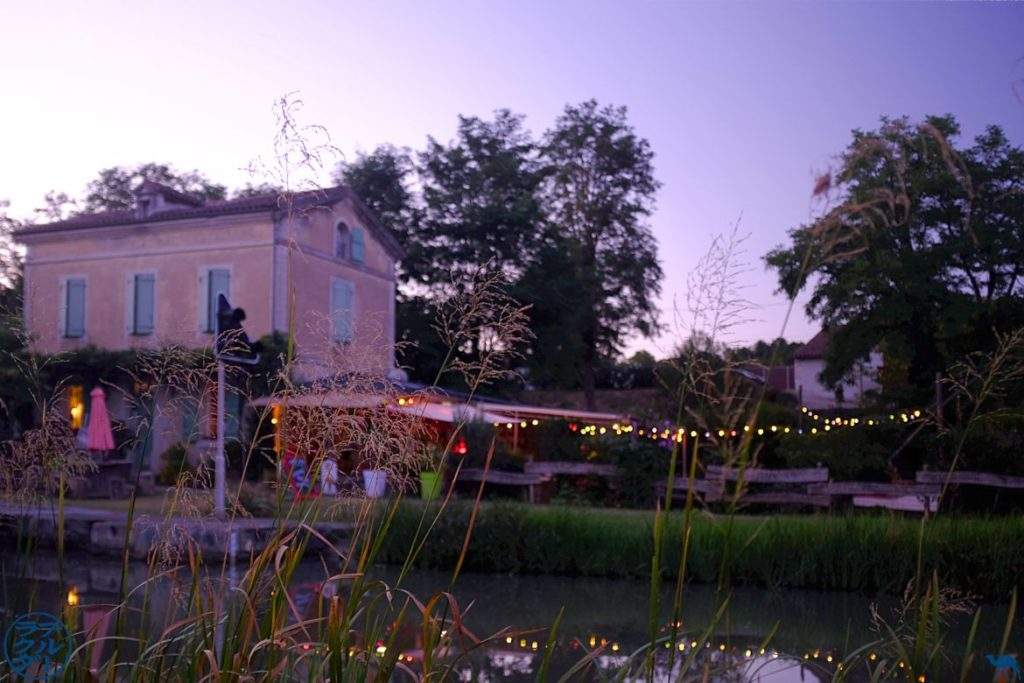 Le Chameau Bleu - Blog Voyage à Vélo sur le Canal des Deux Mers dans le Lot et Garonne - Maison d'hôtel la poule à vélo