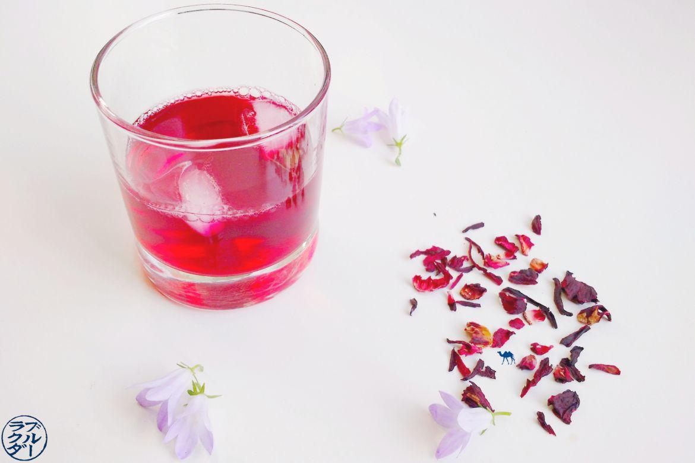 Le Chameau Bleu - Blog Voyage et Cuisine - Recette de Jus de Bissap maison - Thé de roselle