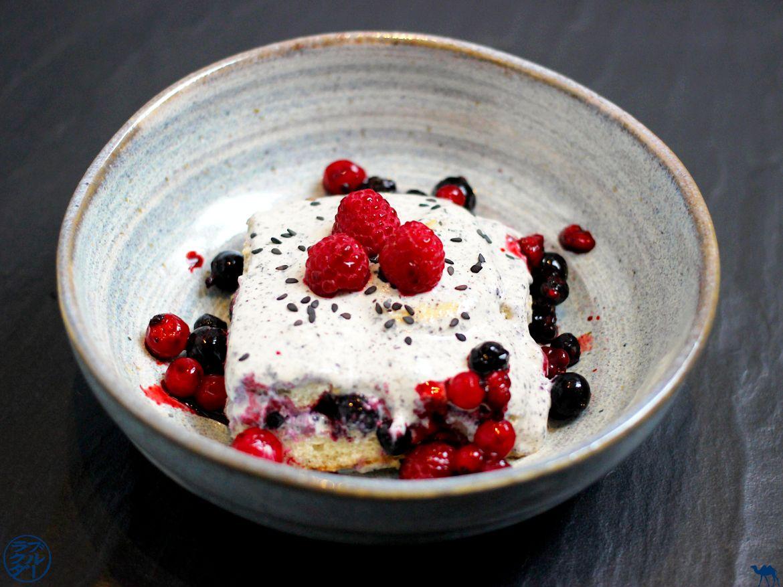 Le Chameau Bleu - Blog Cuisine - Recette de tiramisu au sésame noir et fruits rouges