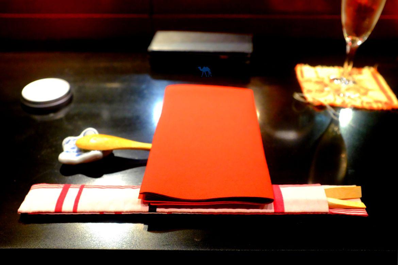 Le Chameau Bleu - Blog Gastronomie et Voyage -Couverts japonais du restaurant Guilo Guilo paris Montmartre
