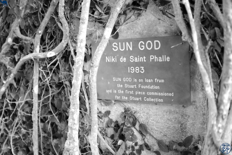 Le Chameau Bleu - Blog Voyage et Littérature - Trencadis - Sun God Description