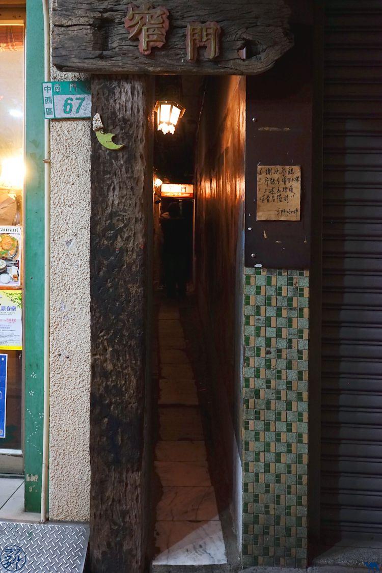 Le Chameau Bleu - Blog Voyage Tainan Taiwan - Ruelle Narrow Bar