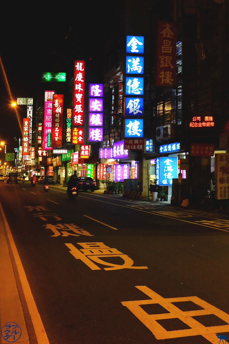 Le Chameau Bleu - Blog Voyage Taiwan - Rue de Tainan