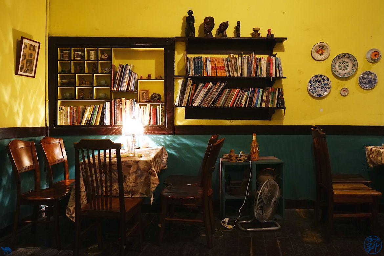 Le Chameau Bleu - Blog Voyage Tainan Taiwan - Salle Narrow Bar