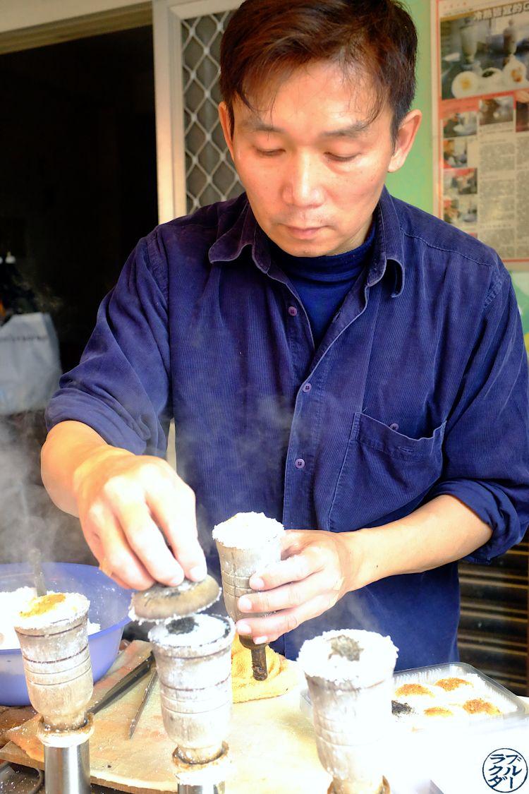 Le Chameau bleu - Blog Voyage Tainan - Marché Yongle Vendeur Street Food