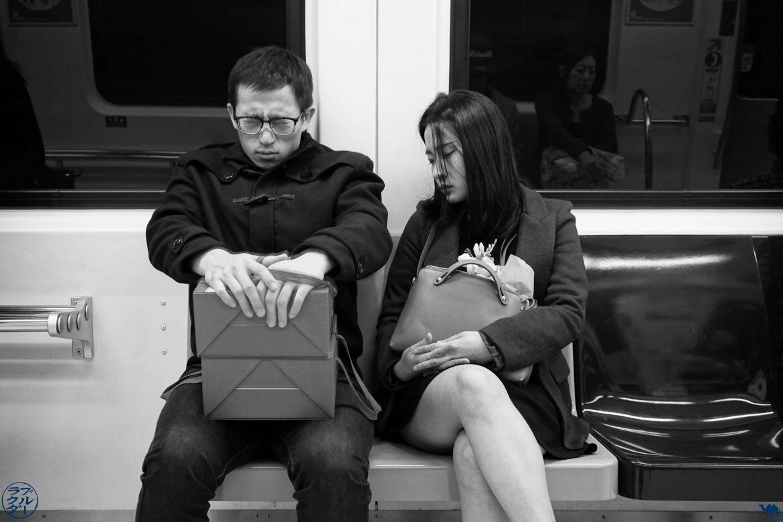 Le Chameau Bleu - Blog Taiwan - Un couple taïwanaise dans le métro de Taipei