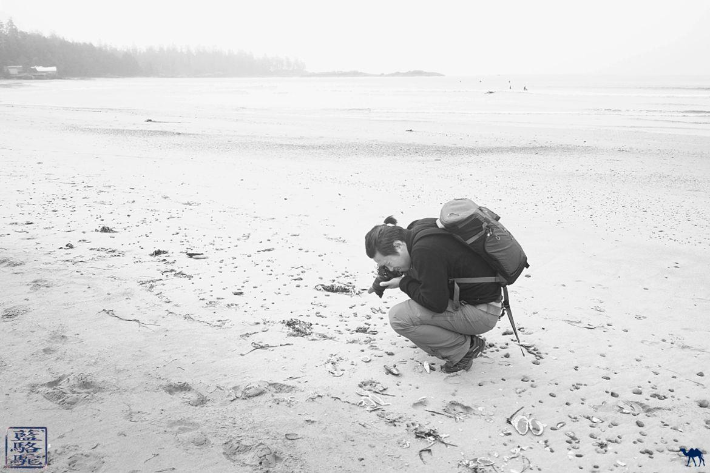 Le Chameau Bleu - Blog Voyage Tofino Canada - Monsieur Lui sur la Plage de Tofino - Long Beach Ile de Vancouver Canada