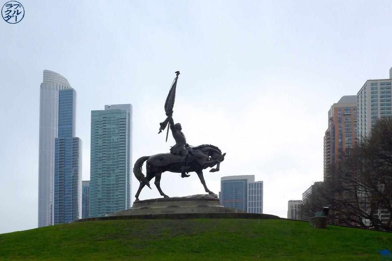 Le Chameau Bleu - Le général Logan caracole parmi les gratte-ciels - Séjour à Chicago