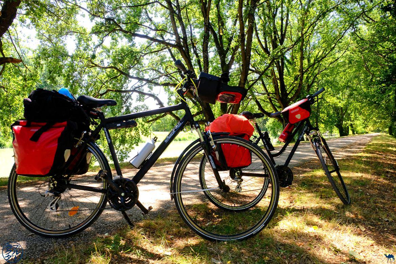 Le Chameau Bleu - Blog Voyage à Vélo Canal de l'Entre Deux Mers - arret dans le lot et Garonne